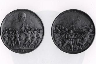 Deutsche Infanterie und Kavallerie, darüber der Geist Bismarcks