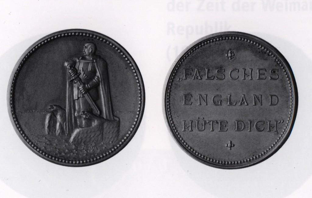 "Rs. 2. Münze: Im Perlkreis Inschrift: ""FALSCHES / ENGLAND / HÜTE DICH"" Bronze, 33 mm"