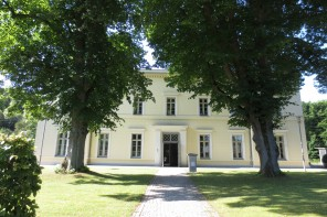 bismarck-stiftung_frontal_door